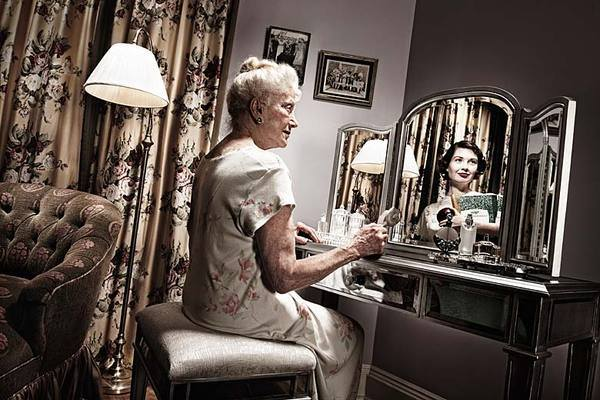 Old People Who See Their Younger Selves In The Mirror - young, reflections, photos, people, old, mirror, fascinating, amazing