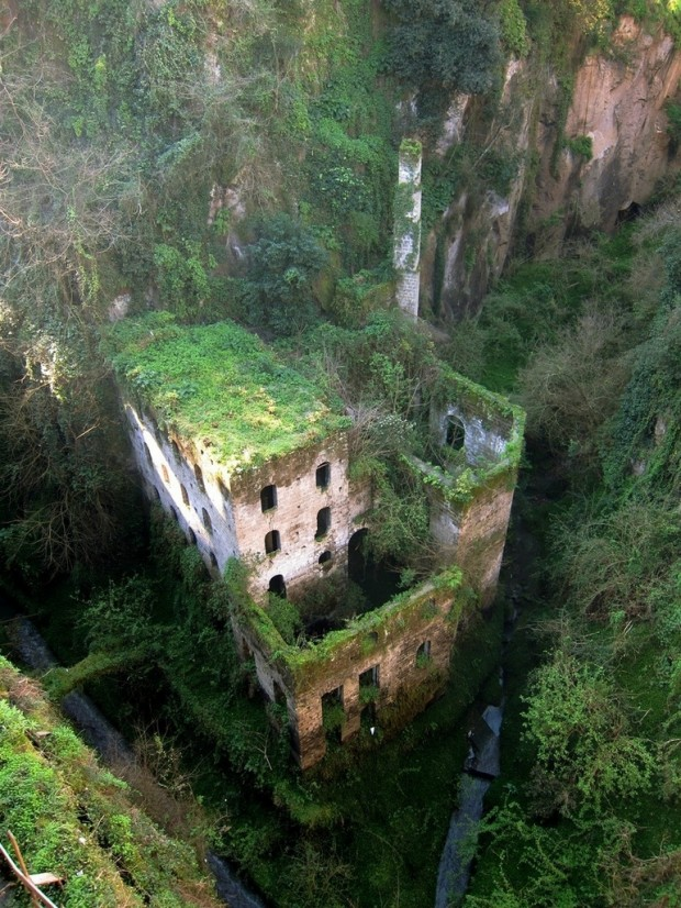 top-33-most-beautiful-abandoned-places-in-the-world-23