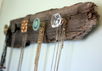 10 DIY Necklace Holders -