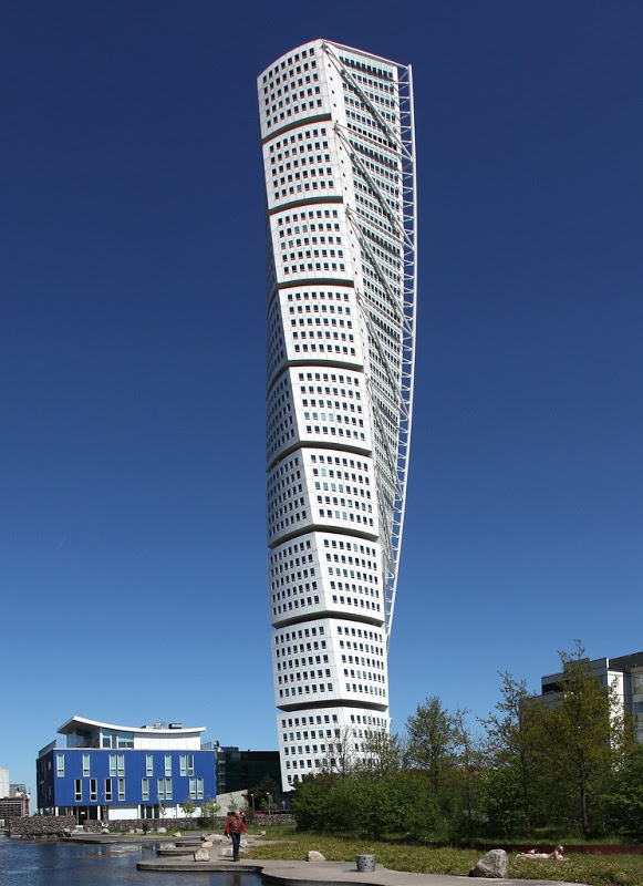10 Twisted Skyscrapers Around the World