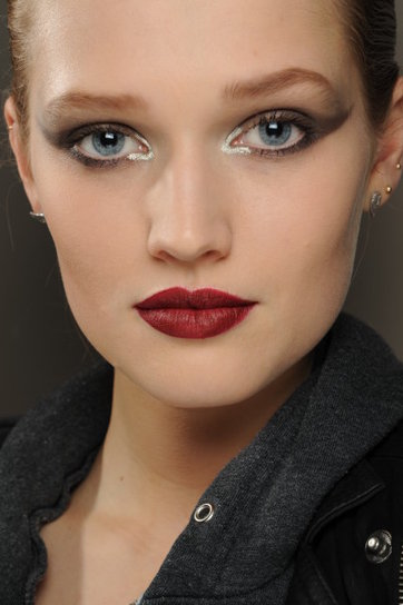 25 glamorous makeup ideas with red lipstick (14)