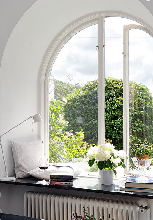 29 perfect relaxing spaces by the window (27)