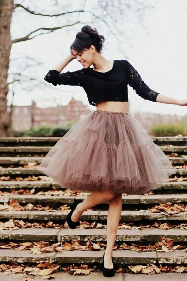 30 Outfit Ideas with Lace and Tulle for Romantic Look (25)