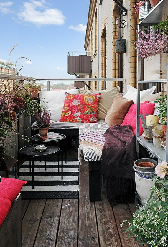 23 amazing decorating ideas for small balcony style for Apartment porch decorating ideas