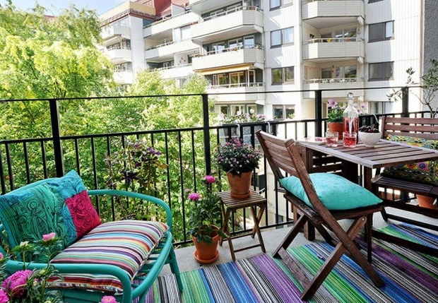 23 amazing decorating ideas for small balcony style for Apartment balcony ideas
