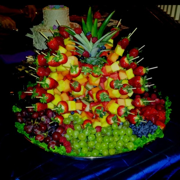 Great ideas for fruit decoration tafreeh mela for Decoration fruit