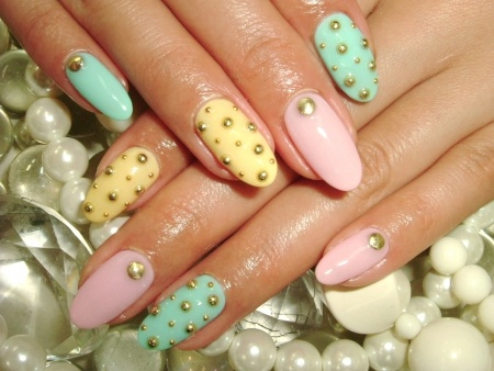 Nail art with rhinestones, gems, pearls and studs  (16)