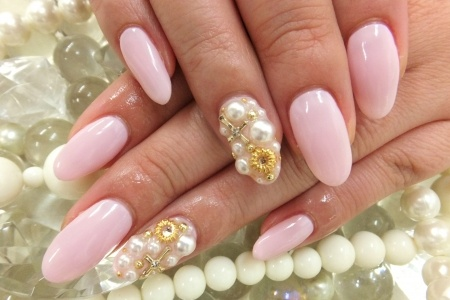 Nail art with rhinestones, gems, pearls and studs  (18)