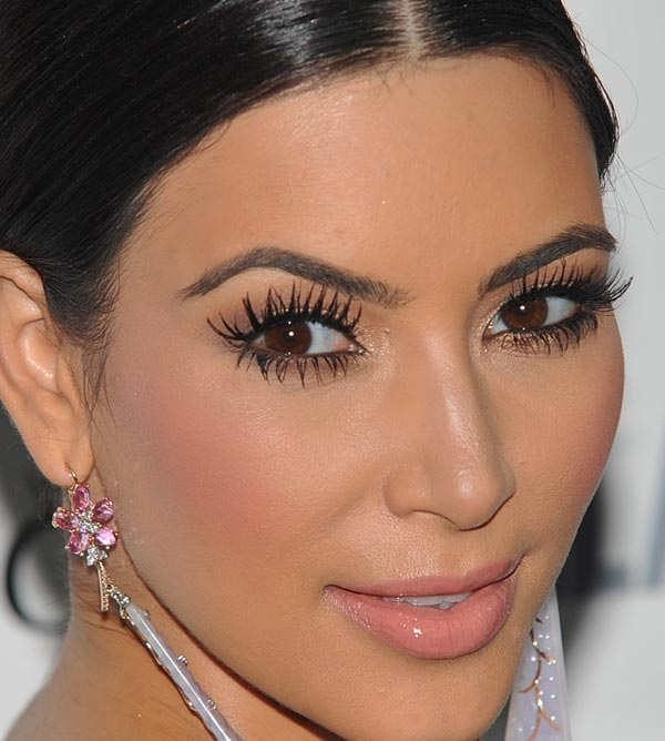 Top 20 Kim Kardashian Makeup Looks (8)