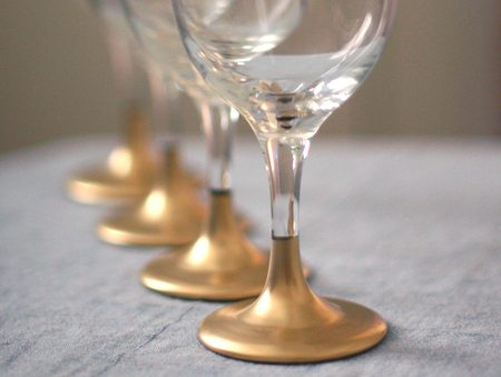20 Creative and Interesting Things You Can Do with Wine Glasses (16)