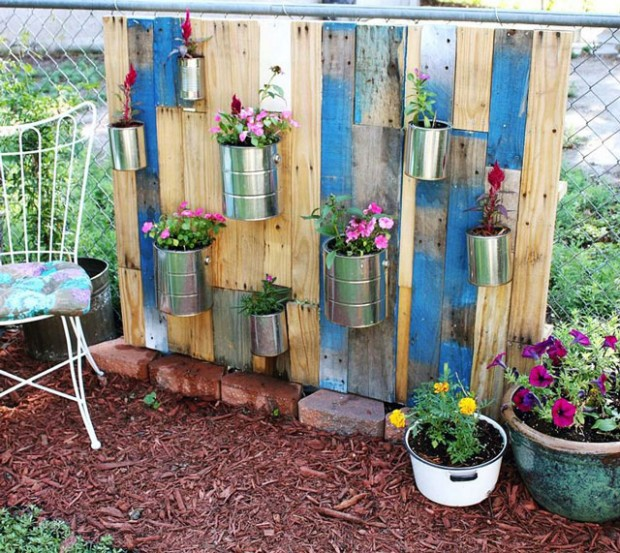 22 amazing vertical garden ideas for your small yard for Ideas for your garden