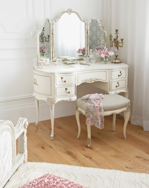 dressing table (17)