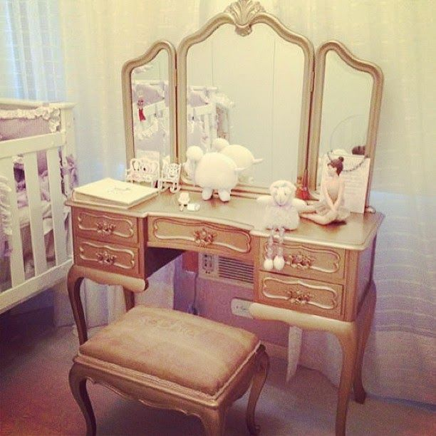 dressing table (25)