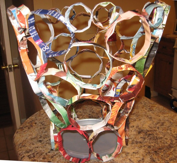 15 cool diy ideas to reuse old magazines style motivation - Recycled can art projects ...