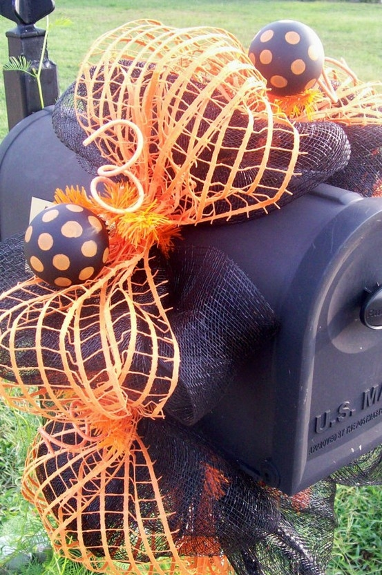 15 Fun and Scary Ideas How to Decorate Your Mailboxes for Halloween (10)
