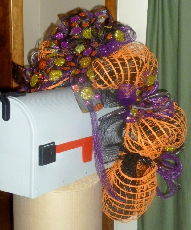 15 Fun and Scary Ideas How to Decorate Your Mailboxes for Halloween (11)