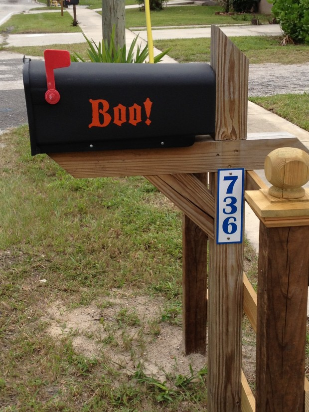 15 Fun and Scary Ideas How to Decorate Your Mailboxes for Halloween (12)