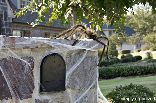 15 Fun and Scary Ideas How to Decorate Your Mailboxes for Halloween (1)
