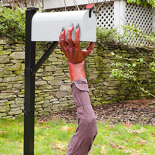 15 Fun and Scary Ideas How to Decorate Your Mailboxes for Halloween (4)