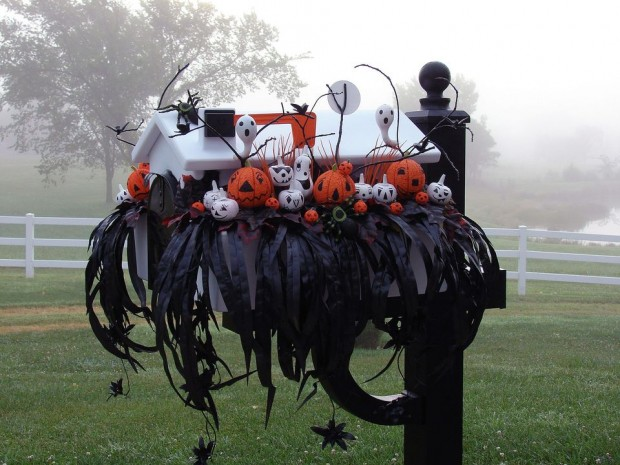 15 Fun and Scary Ideas How to Decorate Your Mailboxes for Halloween (8)