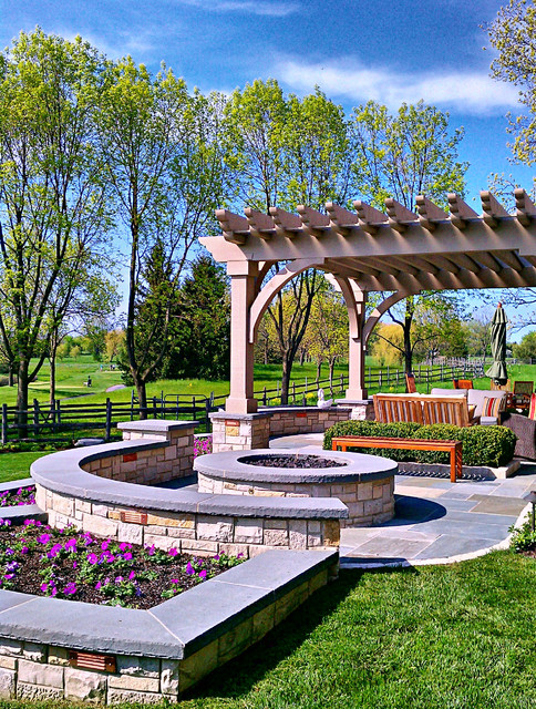 20 Landscape Outdoor Area Design Ideas in Traditional Style (17)