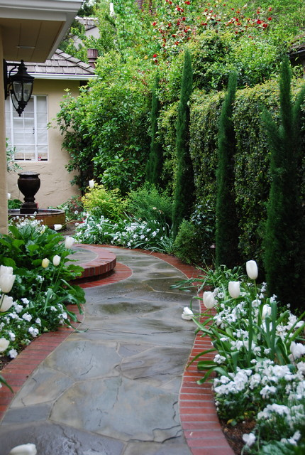 20 Landscape Outdoor Area Design Ideas in Traditional Style (8)
