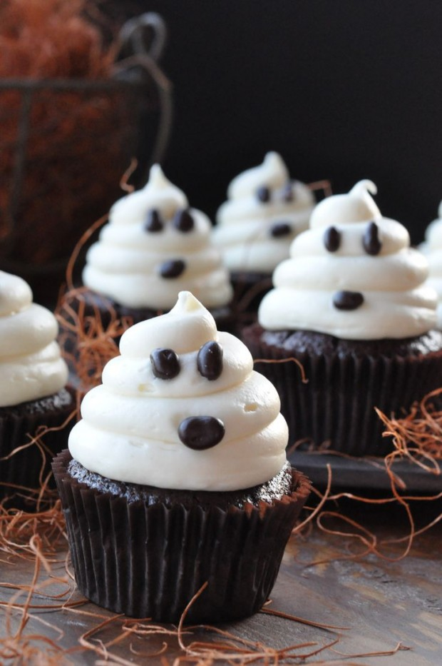 20 sweet and easy treats for halloween party style Cute easy halloween cakes