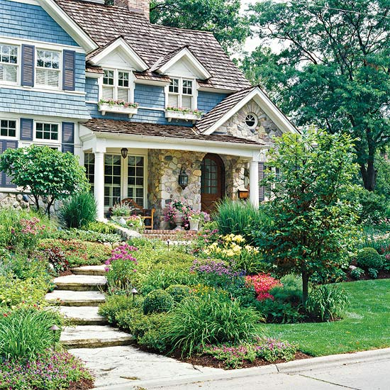 28 beautiful small front yard garden design ideas style for Front lawn landscaping