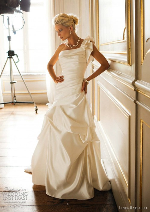 25 Romantic Wedding Dresses (6)