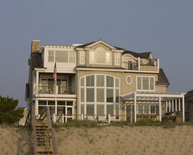 25 Spectacular Beach Houses that Will Take Your Breath Away (10)