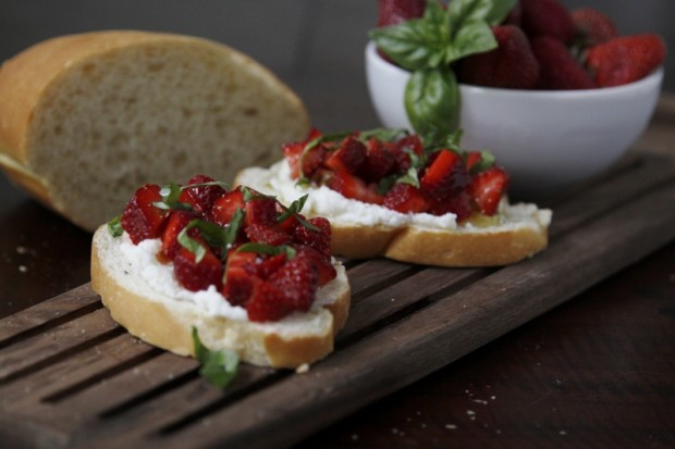 26 Easy and Tasty Bruschetta Recipes (4)