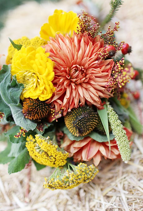27 Romantic Fall Wedding Bouquets (21)