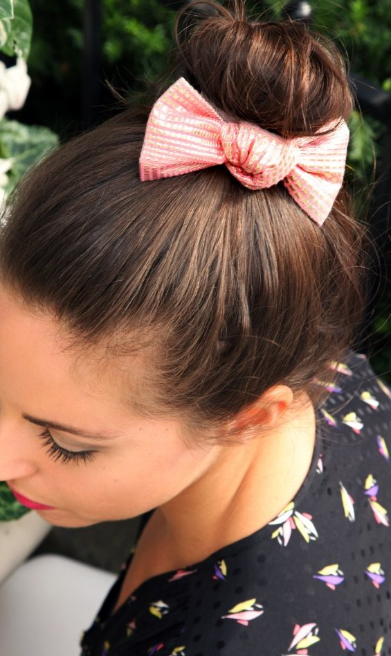 33 Adorable Hairstyles with Bows (20)