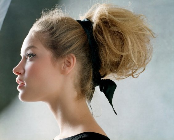 33 Adorable Hairstyles with Bows (24)