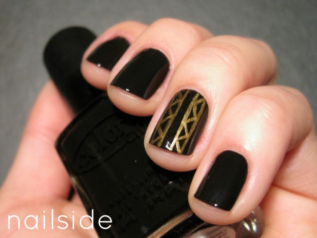 Golden Tones on Your Nails 24 Perfect Nail Art Ideas (22)