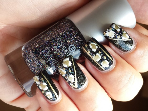 Golden Tones on Your Nails 24 Perfect Nail Art Ideas (5)