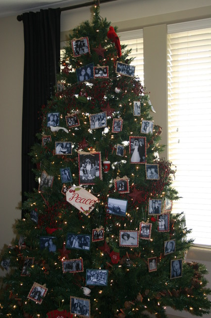 16 Amazing Christmas Tree Decorating Ideas - Style Motivation - photo#48
