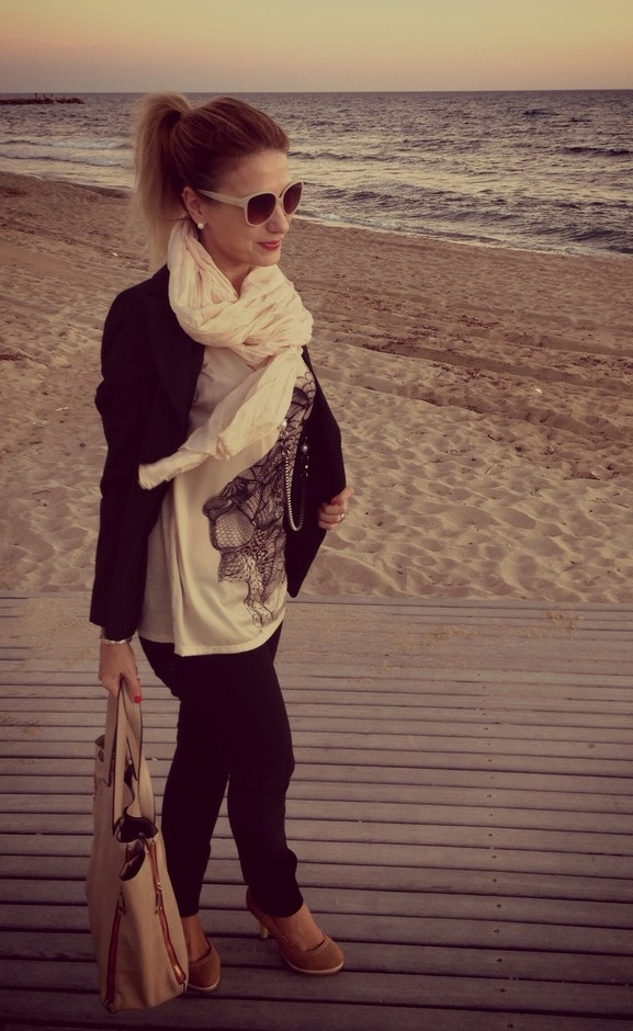 19 Chic and Stylish Outfit Ideas with Scarf for Cold Days (15)