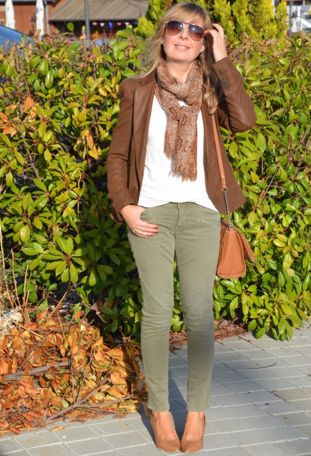 19 Chic and Stylish Outfit Ideas with Scarf for Cold Days (16)