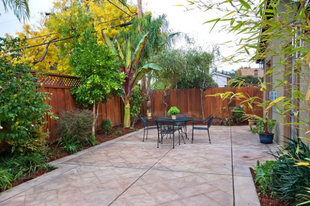 20 Amazing Ideas for Your Backyard Fence Design on Backyard Fence Landscaping Ideas id=18807