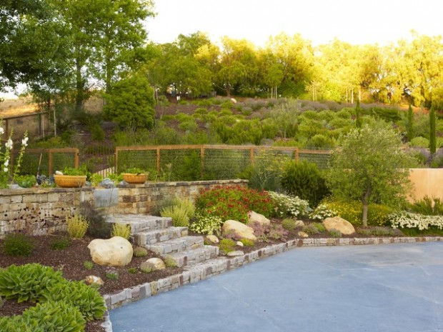 20 Amazing Ideas for Your Backyard Fence Design (12)