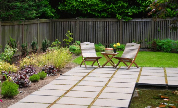 20 Amazing Ideas for Your Backyard Fence Design (14)