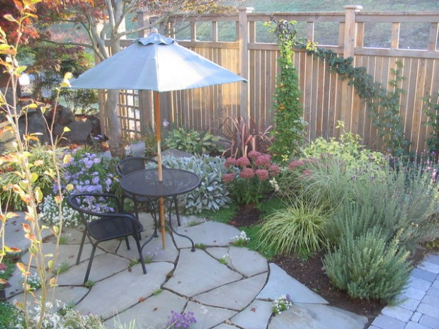 20 Amazing Ideas for Your Backyard Fence Design (18)