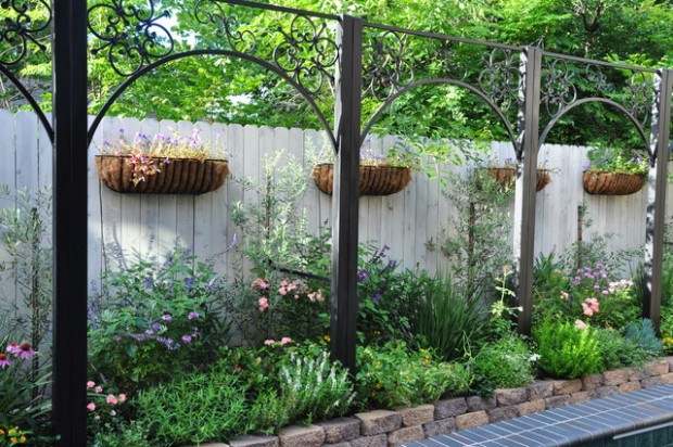 20 Amazing Ideas for Your Backyard Fence Design (19)