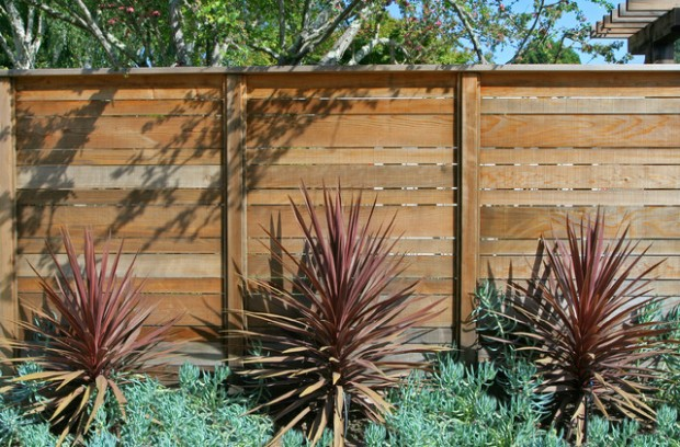 20 Amazing Ideas for Your Backyard Fence Design (3)