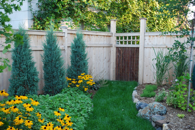 20 Amazing Ideas for Your Backyard Fence Design on Backyard Fence Decor Ideas id=46034
