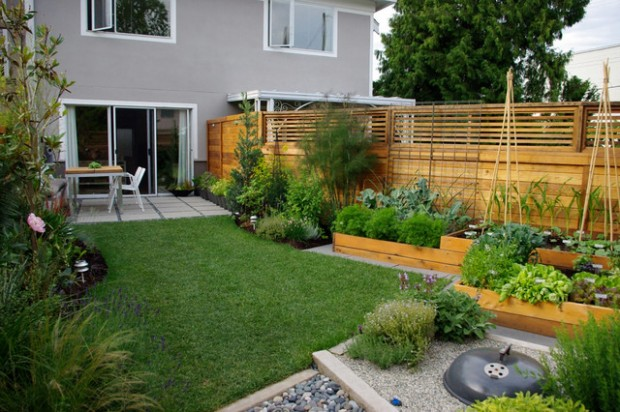 20 Amazing Ideas for Your Backyard Fence Design (6)