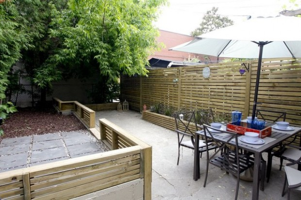 20 Amazing Ideas for Your Backyard Fence Design (7)