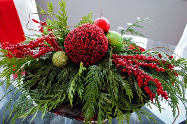 20 Amazing Table Centerpiece for Perfect Christmas Decoration (19)