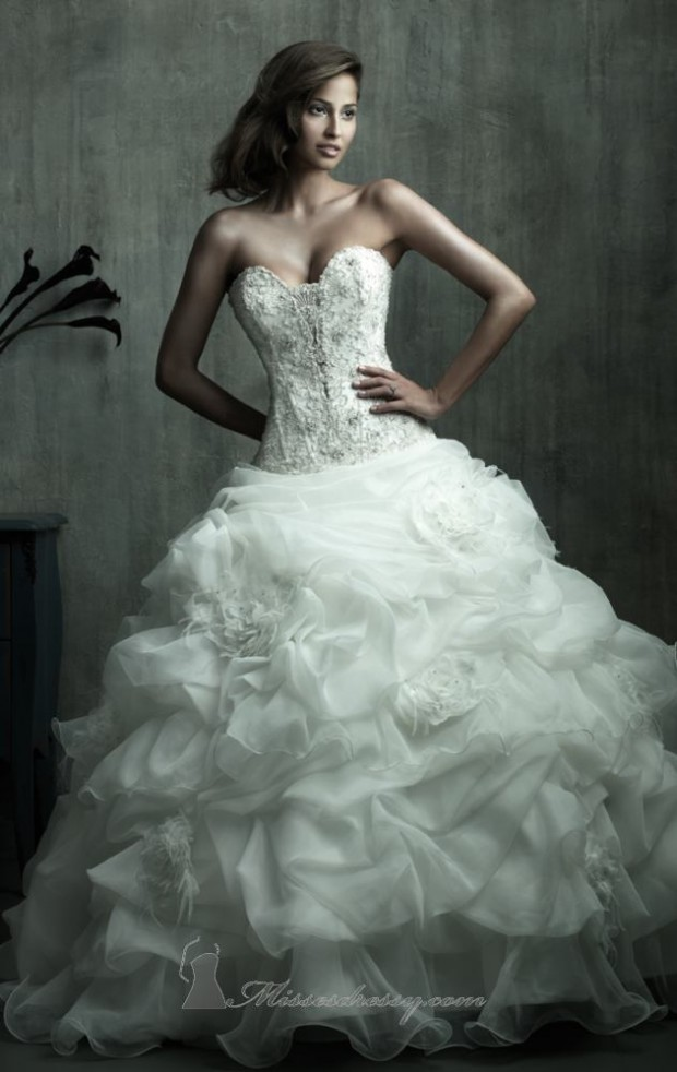 20 Beautiful Wedding Dresses for the Modern Bride (19)